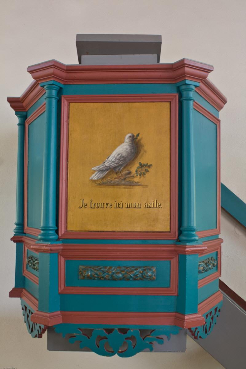 """Die Kanzel mit der Inschrift """"Je trouve ici mon asile"""" (Hier finde ich meine Zuflucht)"""