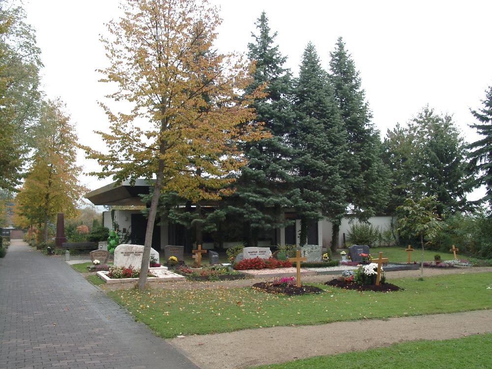 Die heutige Trauerhalle auf dem Dornholzhäuser Friedhof