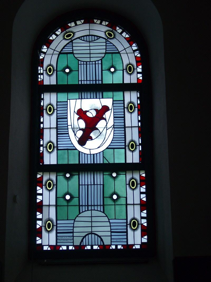 Kirchenfenster mit Wappen von Dornholzhausen