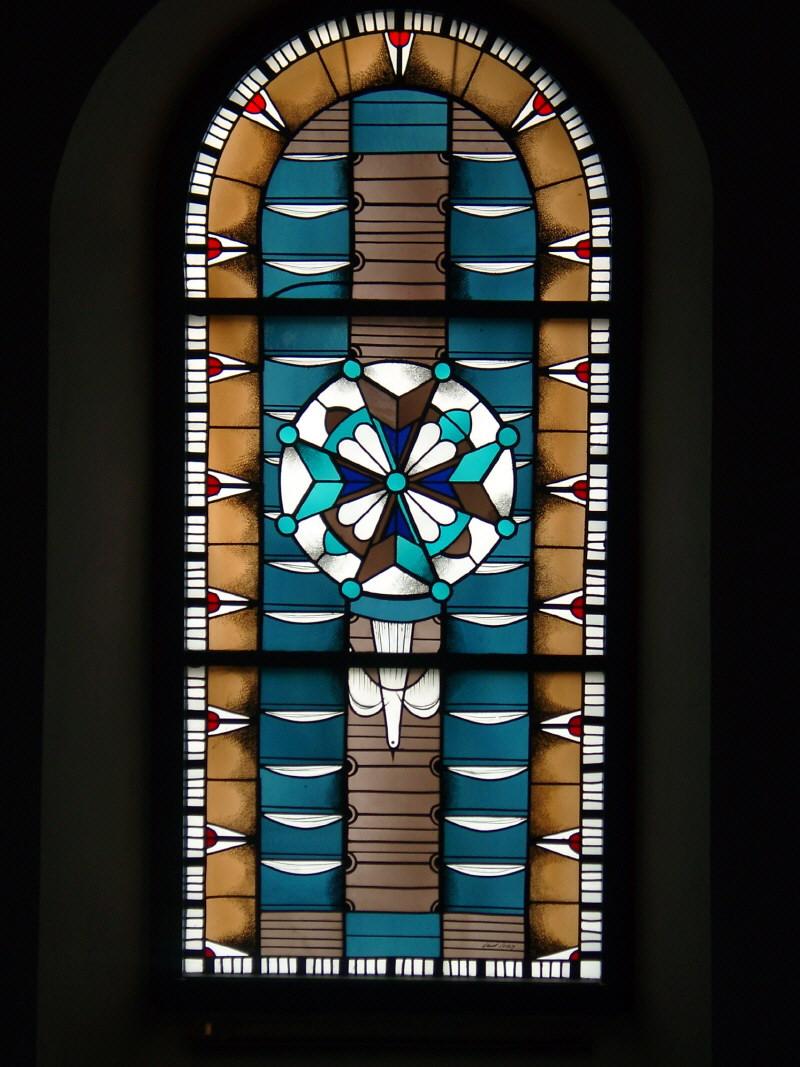 Kirchenfenster mit Hugenottenkreuz