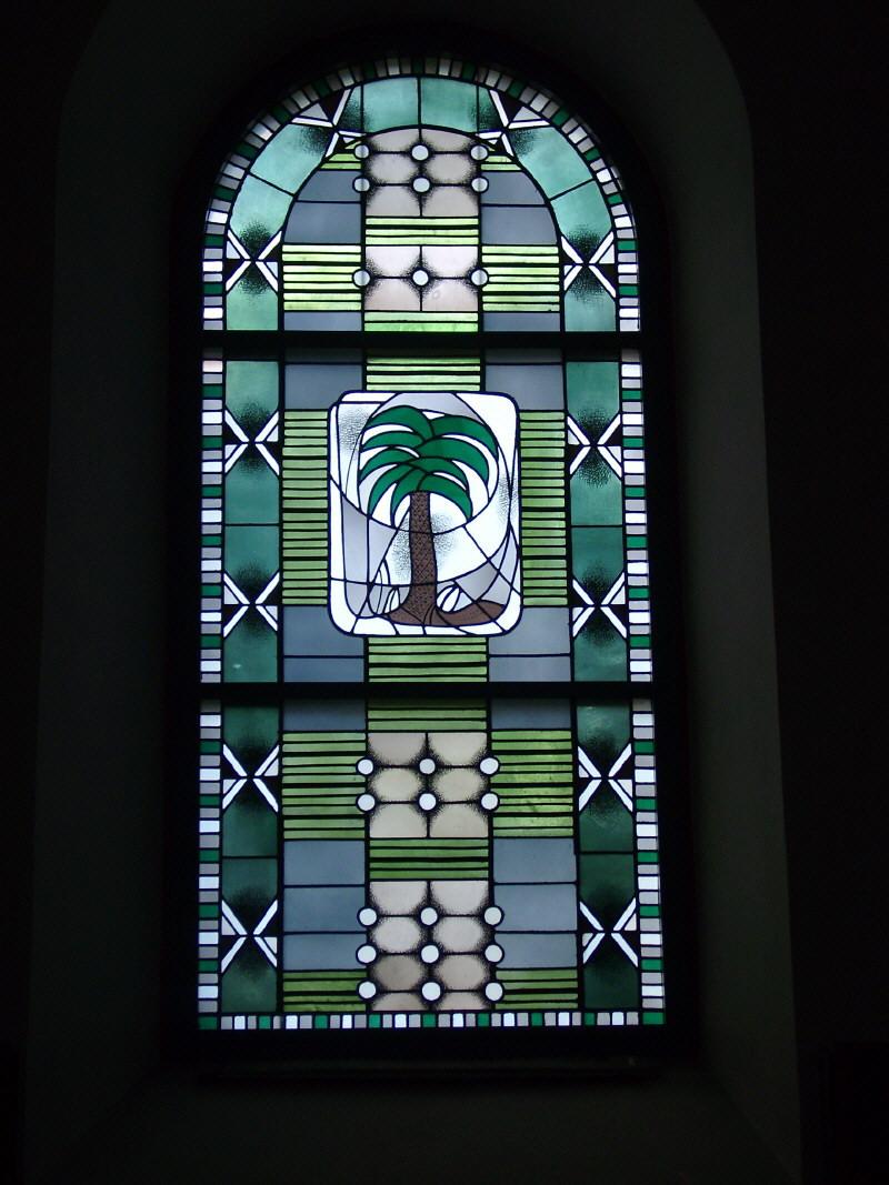 Kirchenfenster mit der Palme