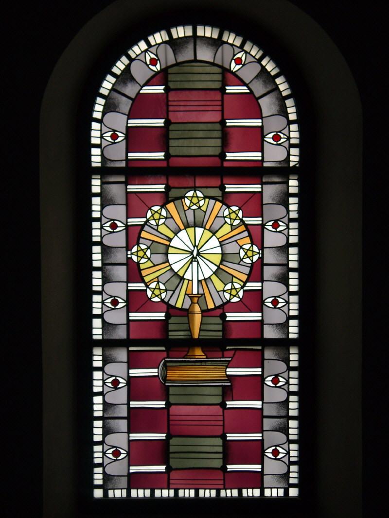 Kirchenfenster mit dem Waldenserzeichen