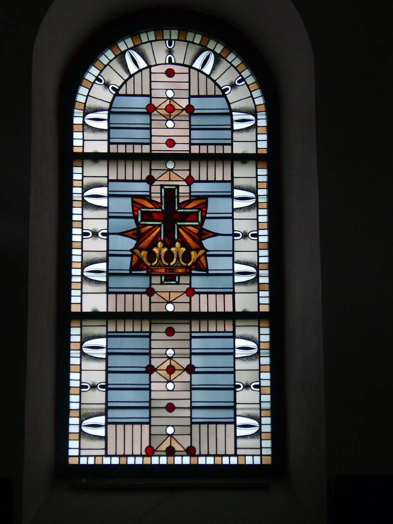 Kirchenfenster mit der Krone des Lebens