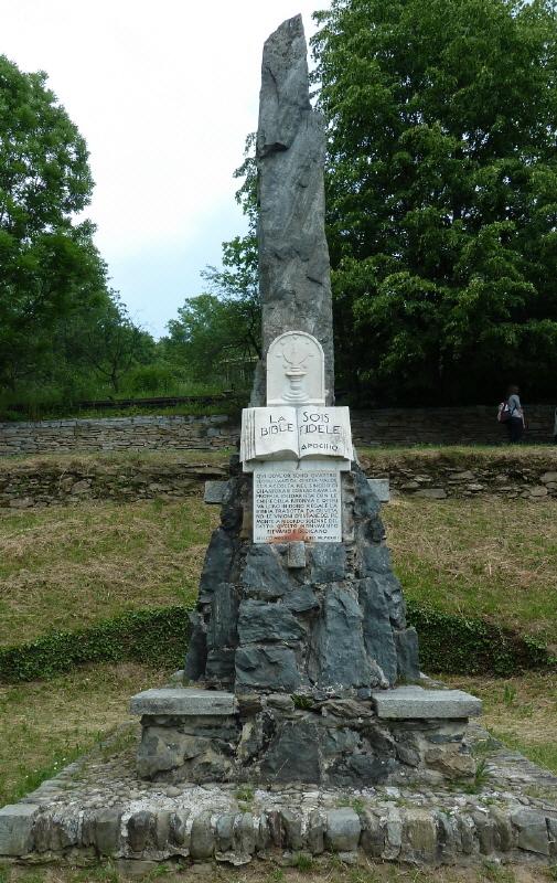 Das Denkmal von Chanforan im Angrognatal