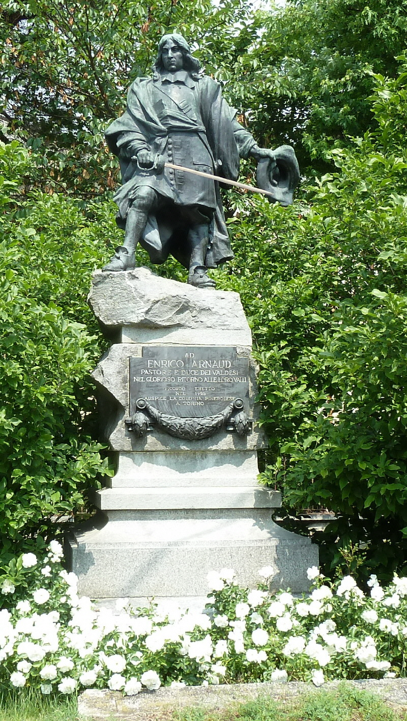Das Denkmal für Enrico Arnaud in Torre Pellice