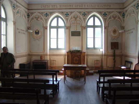 Innenraum der Waldenserkirche in Piedicavallo
