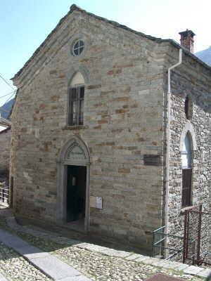 Die Tür der Waldenserkirche in Piedicavallo